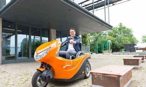 Xe lăn điện tiện dụng cho người khuyết tật