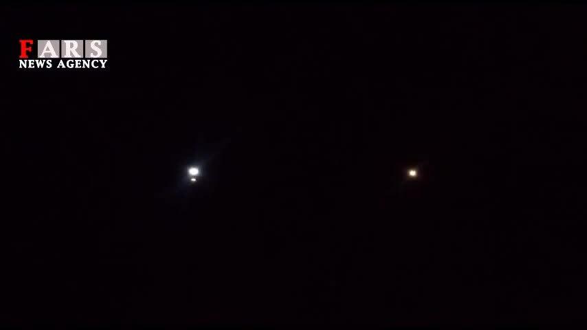 Tên lửa đạo đạo sáng rực bầu trời Iran