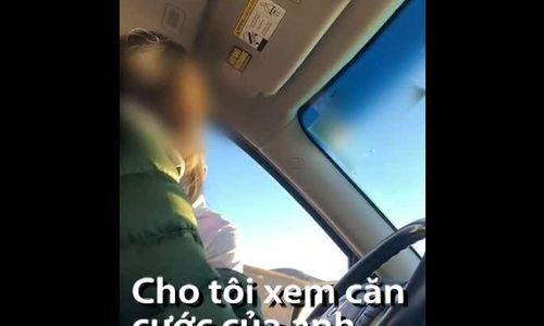 Dùng phù hiệu cảnh sát giả yêu cầu tài xế dừng xe
