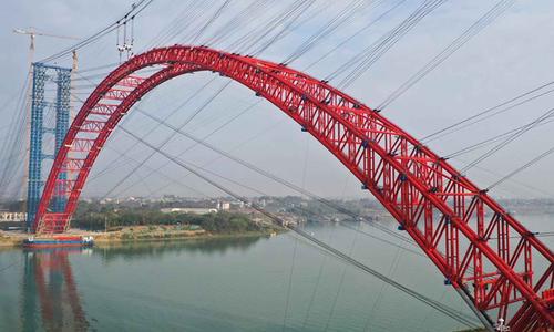 Trung Quốc lập kỷ lục thi công cầu vòm thép vượt sông