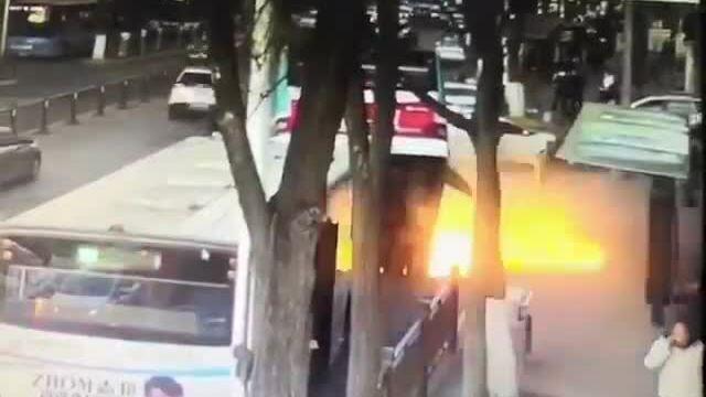 Hố tử thần nuốt trọn xe buýt, 6 người chết