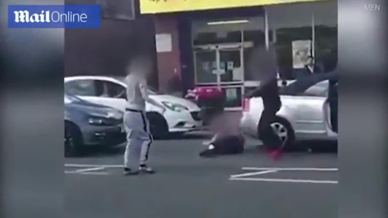 Gây sự cựu vô địch Judo, hai thanh niên bị hạ gục trong chớp mắt
