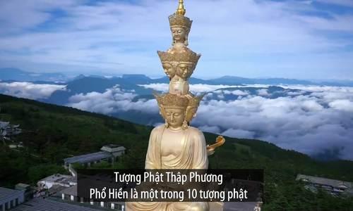 Tượng Phật dát vàng trên đỉnh núi Nga Mi