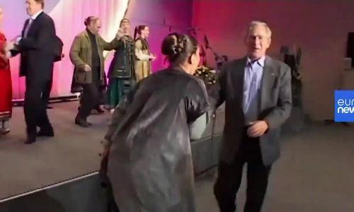 Putin và cựu tổng thống Mỹ Bush cùng khiêu vũ