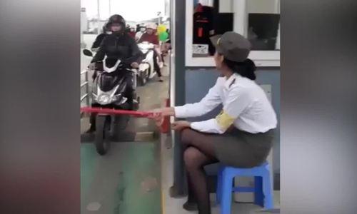 Cô gái bất đắc dĩ làm barrier