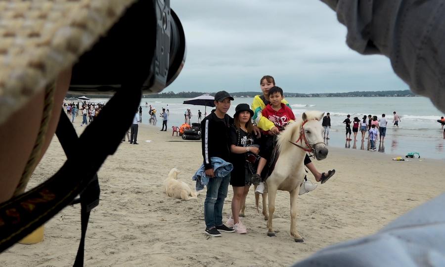 Cho thuê ngựa chụp hình ở bờ biển