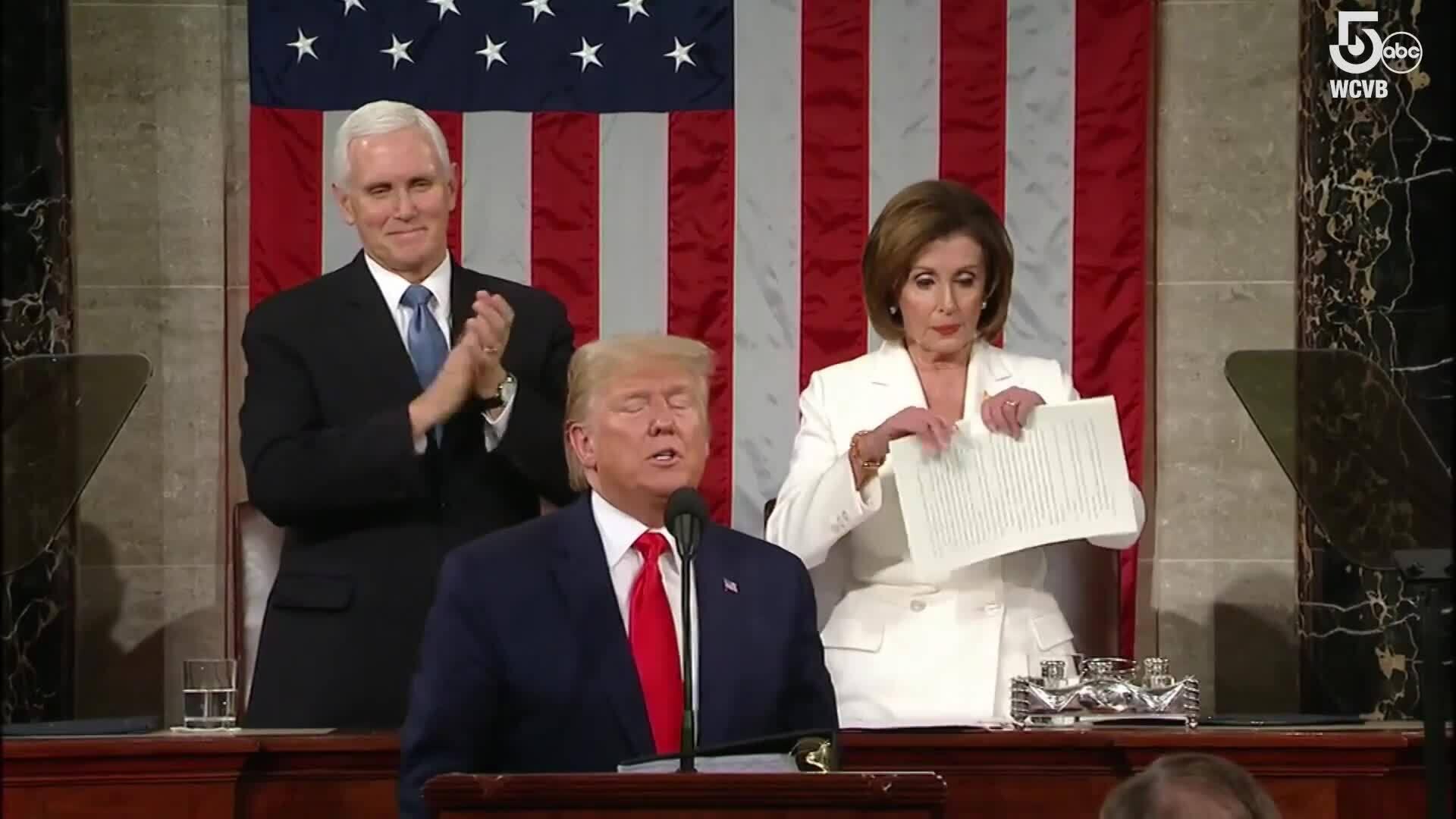 Chủ tịch Hạ viện Mỹ xé bản sao Thông điệp Liên bang