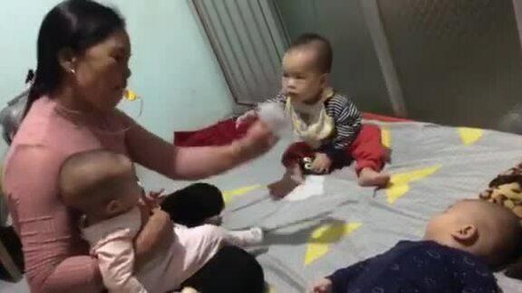 Bà ngoại chăm 15 cháu trong mùa dịch corona