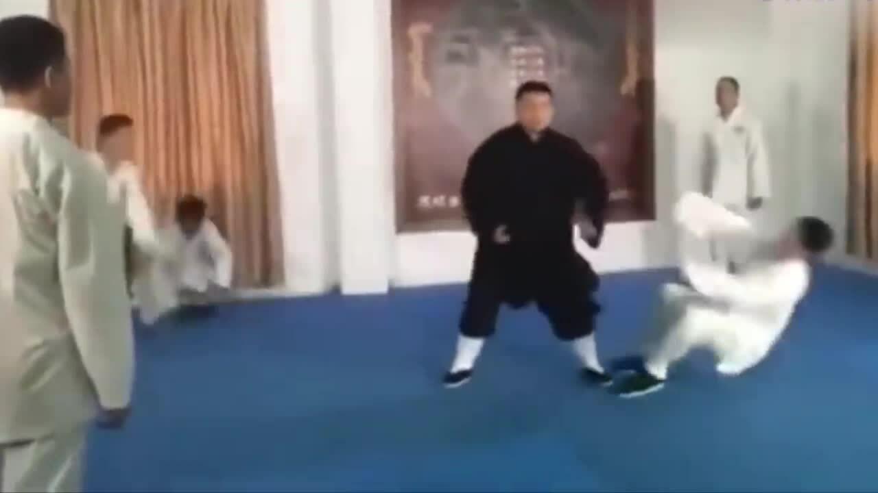 Cao thủ Trung Quốc đánh bại đối thủ bằng 'nội công'