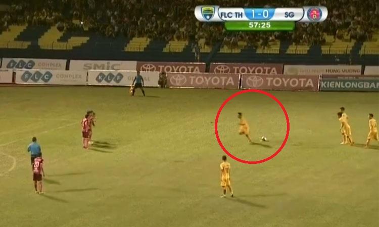 Pha đá phạt 'thảm họa nhất trong lịch sử' V-League