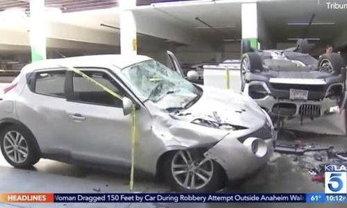 Xe BMW rơi từ tầng ba, đè trúng ôtô khác
