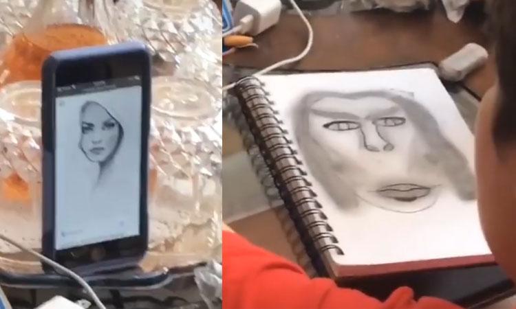 Cậu bé trổ tài vẽ tranh