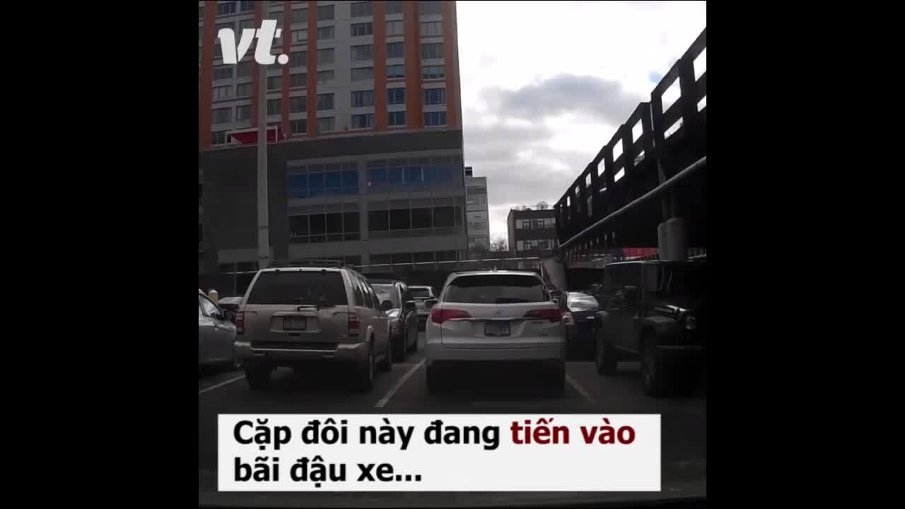 Tranh cãi chuyện đứng sẵn ở ô trống để giành chỗ đậu xe
