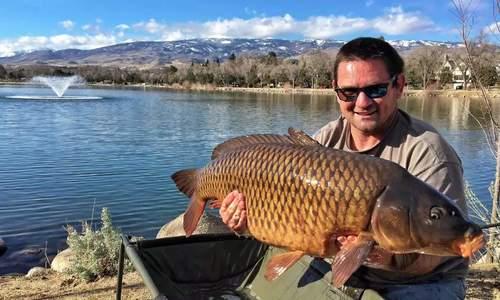 Cá chép nặng 16 kg cắn câu cần thủ Mỹ