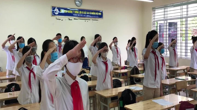 Học sinh cả nước hào hứng đi học trở lại