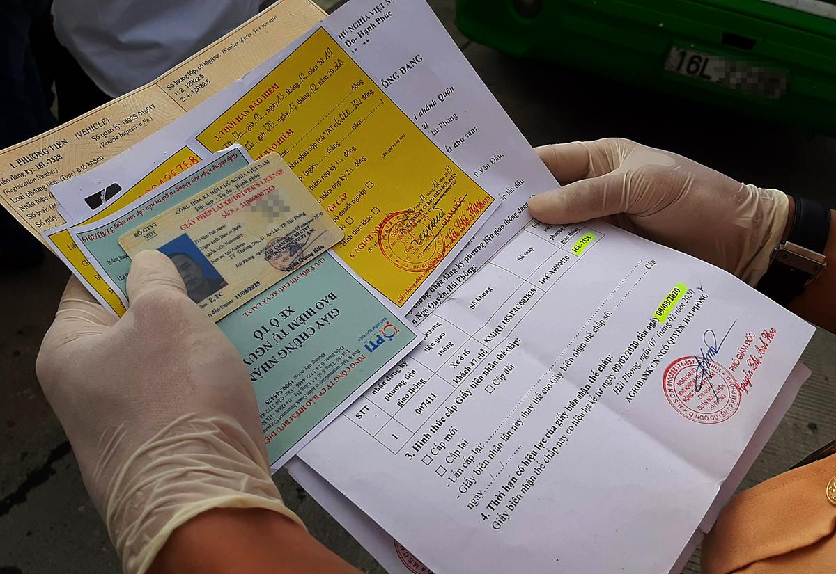 CSGT kiểm soát giấy tờ trên cao tốc