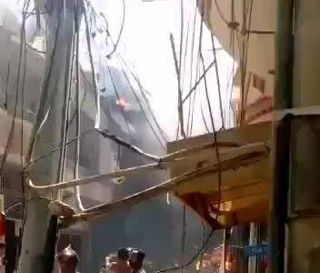 Rơi máy bay chở hơn 100 người
