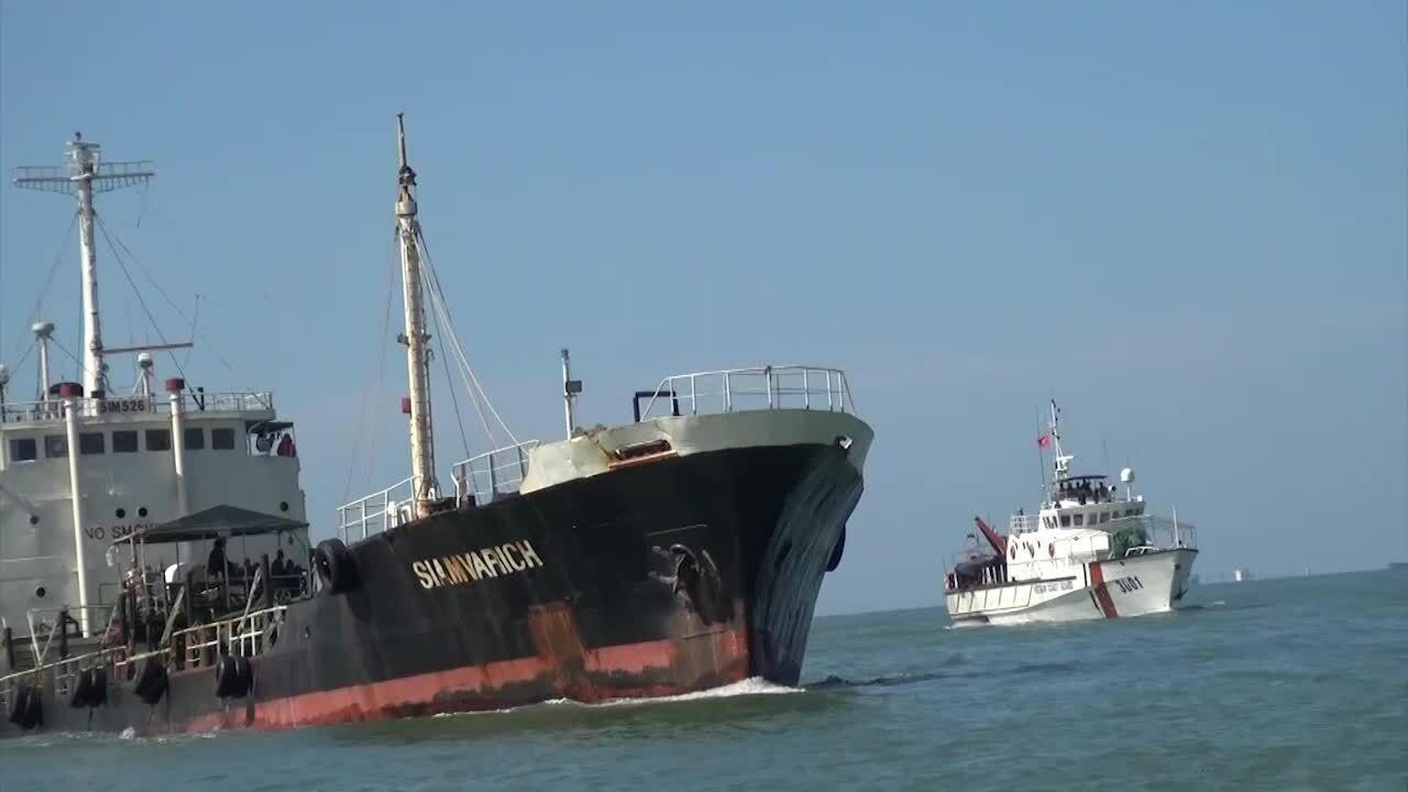 Tàu Thái Lan chở 1,7 triệu lít dầu lậu