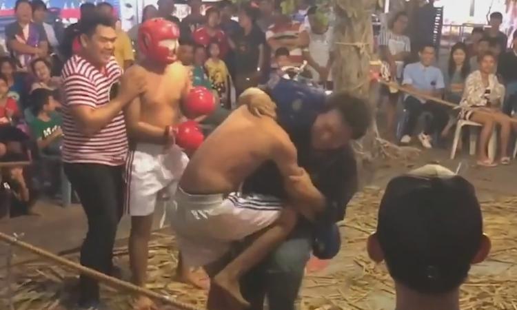 Trọng tài no đòn vì bị võ sĩ đánh nhầm