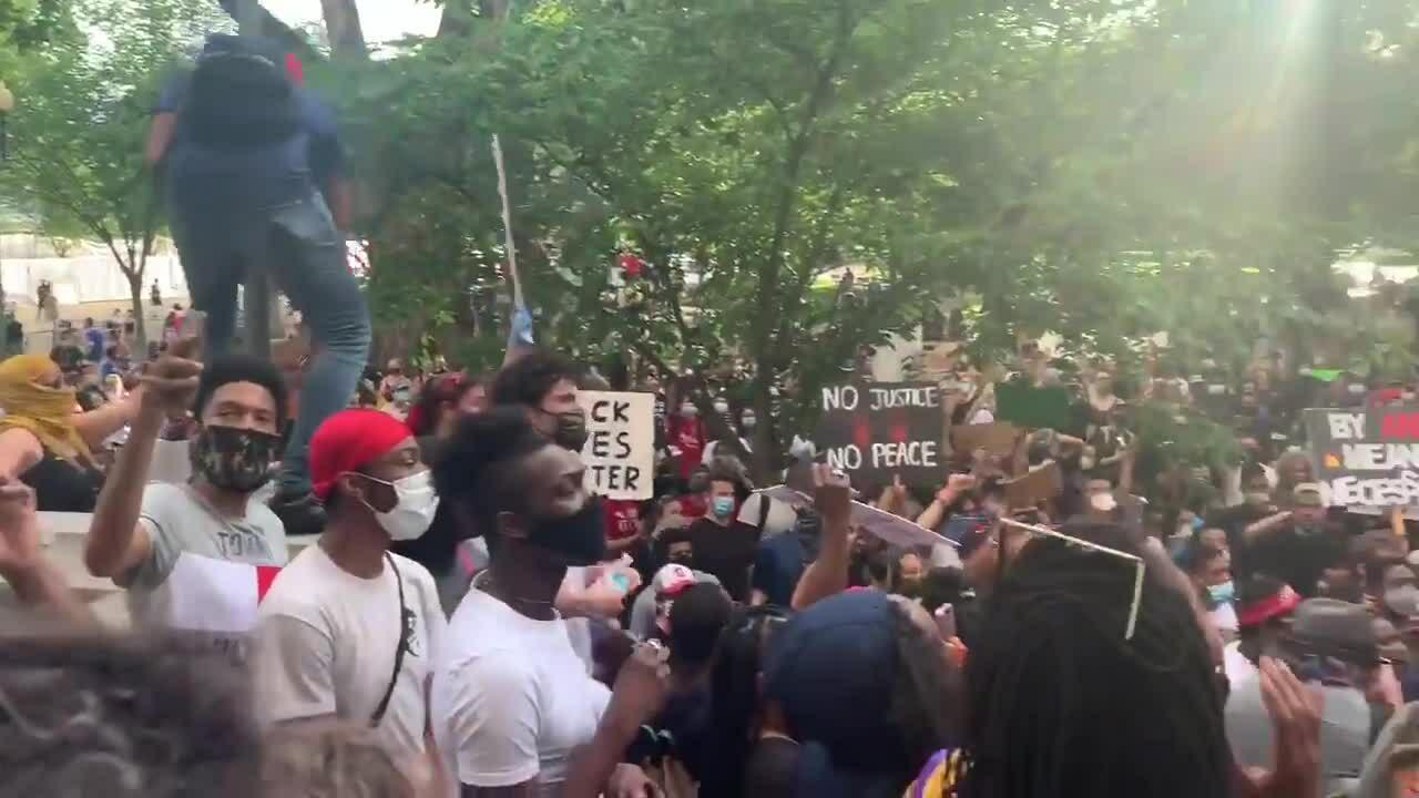 Nhà Trắng bị phong tỏa vì biểu tình