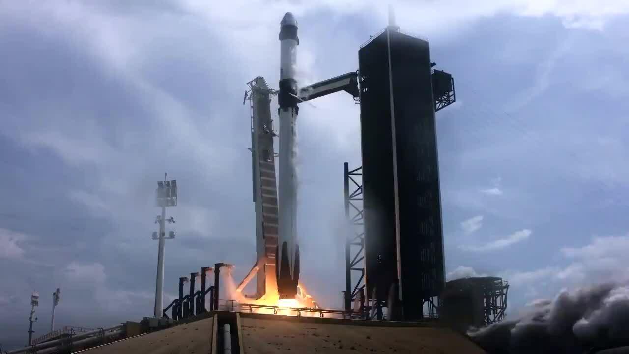 SpaceX phóng tàu vũ trụ chở người đầu tiên lên trạm ISS
