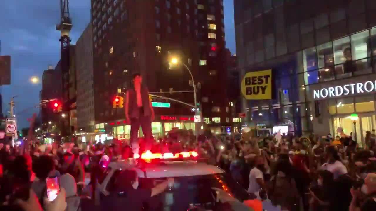 Cướp bóc tung hoành ở New York sau biểu tình