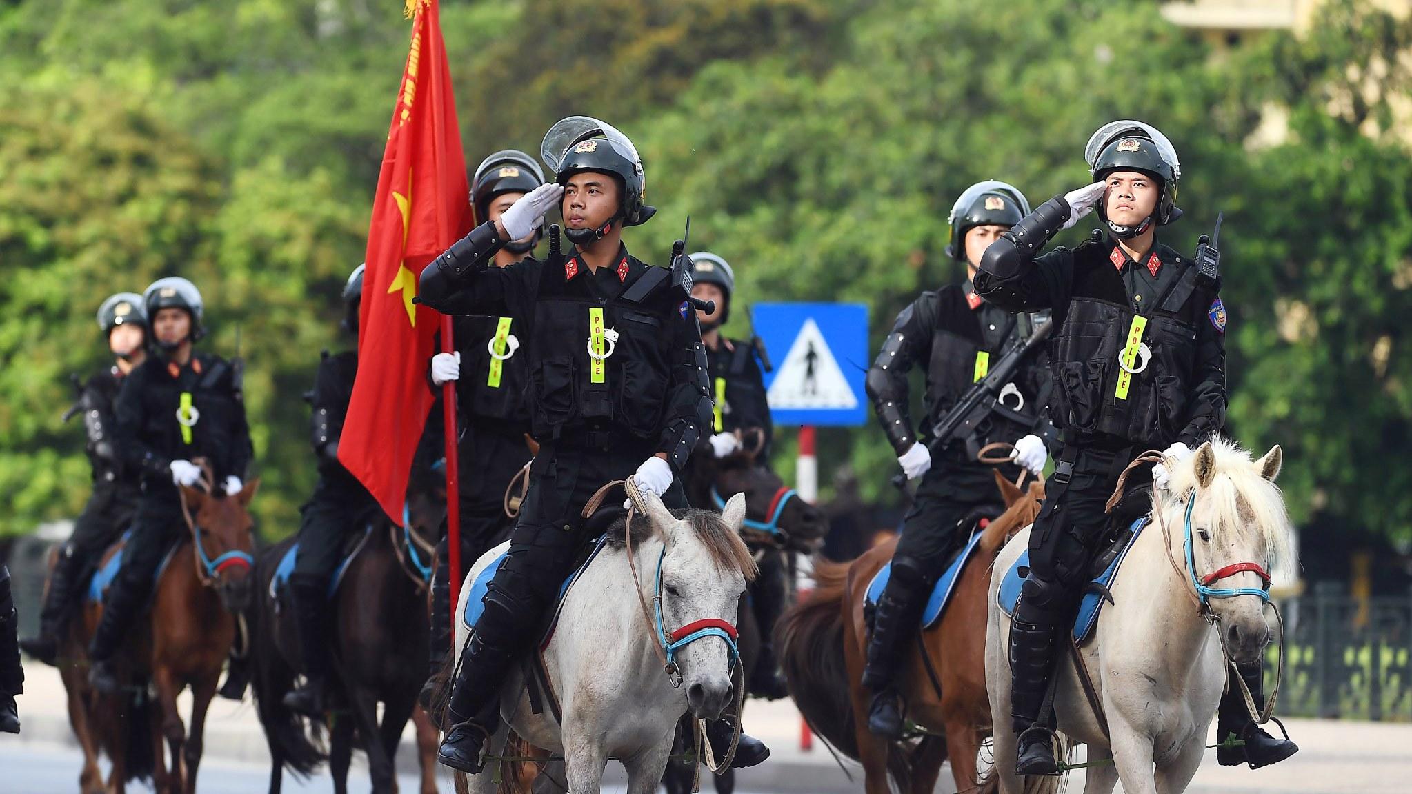 Cảnh sát cơ động kỵ binh lần đầu ra mắt