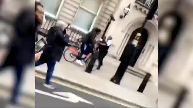 Hàng chục nghìn người đòi công lý cho George Floyd ở London