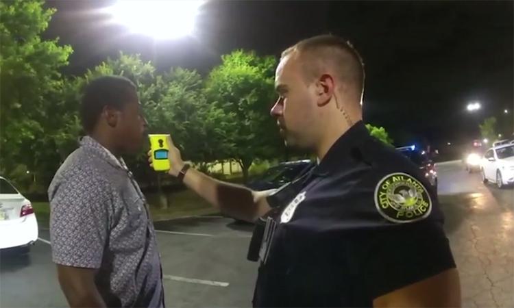 Phút cuối của người da màu bị cảnh sát bắn chết ở Atlanta