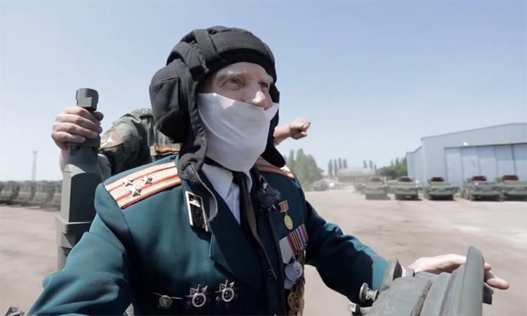 Cựu binh 95 tuổi chỉ huy xe tăng T-72B3