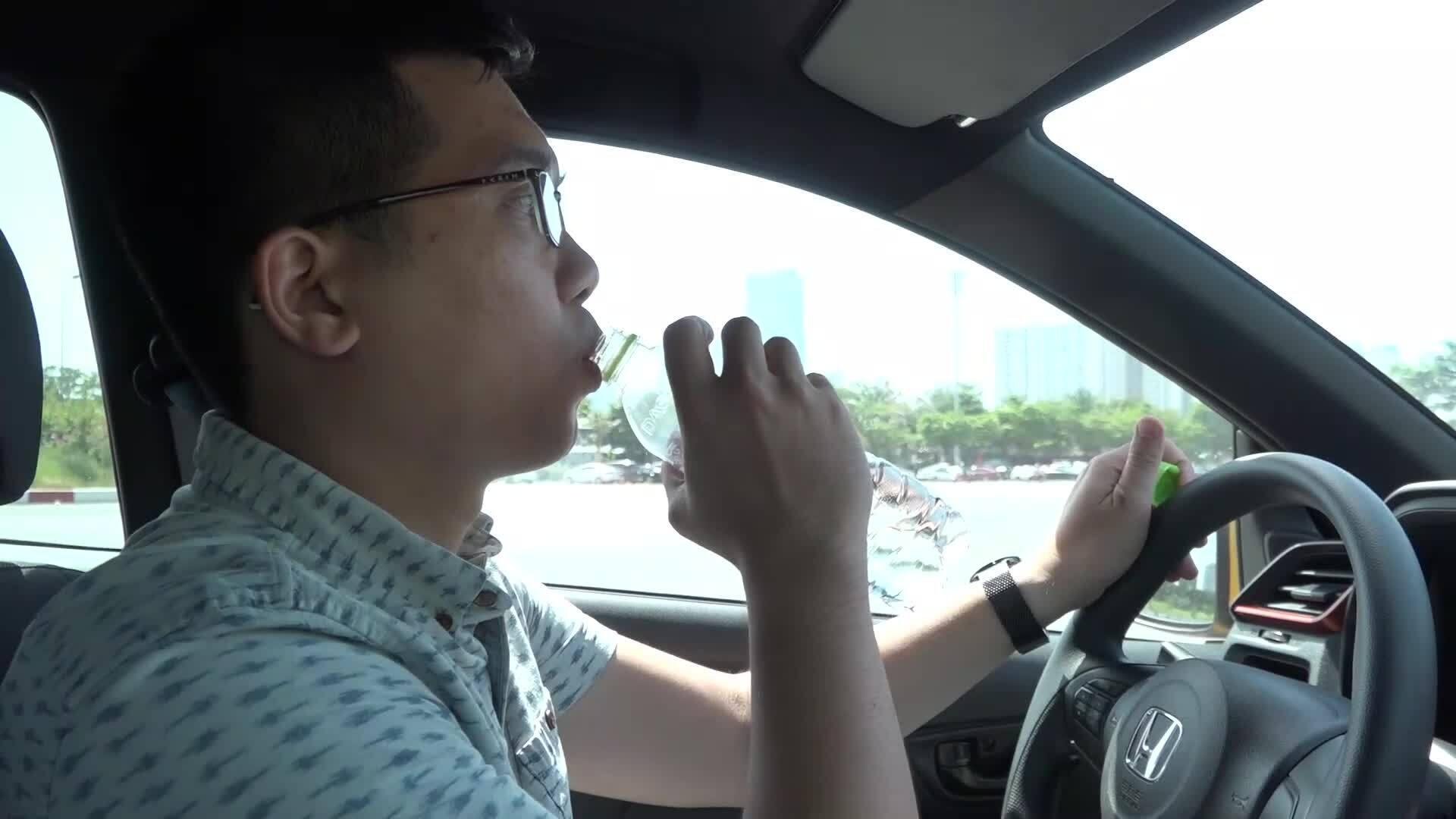 Thói quen xấu dẫn tới nguy hiểm khi lái ôtô