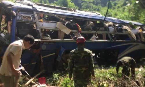 Ôtô giường nằm lao xuống vực, 6 người chết