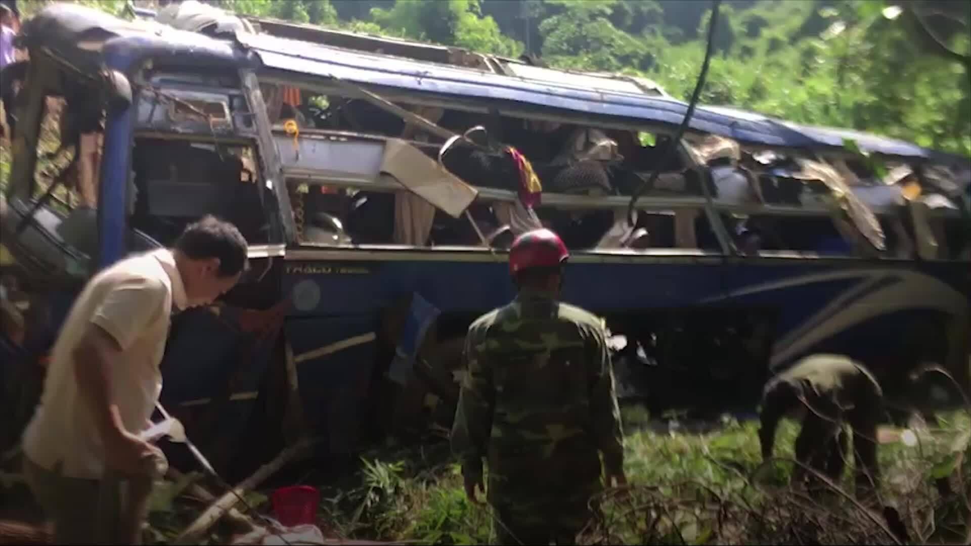 Ôtô khách rơi xuống vực, 5 người tử vong