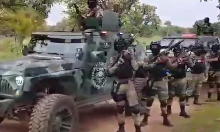 Băng ma túy Mexico khoe thiết giáp, vũ khí hạng nặng