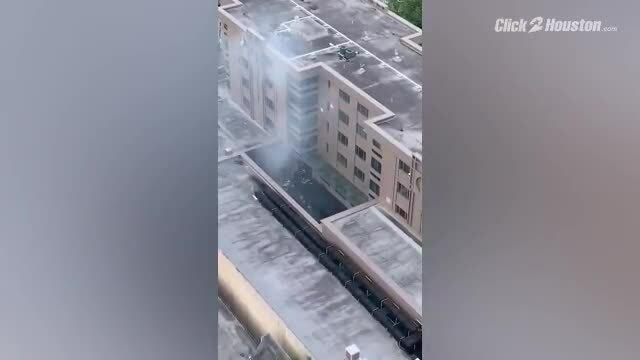 Video: Cháy Tổng lãnh sự quán Trung Quốc tại Texas