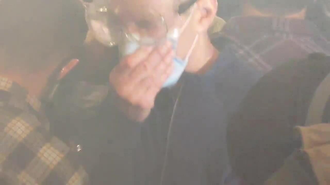 Thị trưởng Mỹ bị xịt hơi cay khi tham gia biểu tình