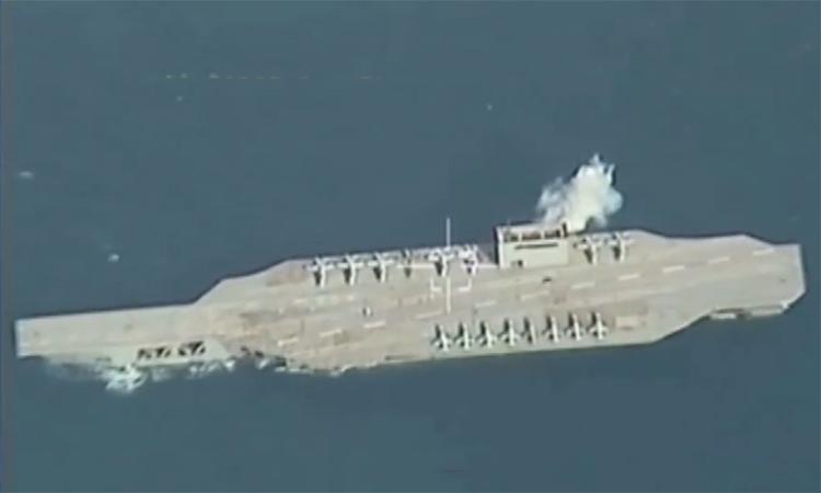 Iran bắn nổ mô hình tàu sân bay Mỹ