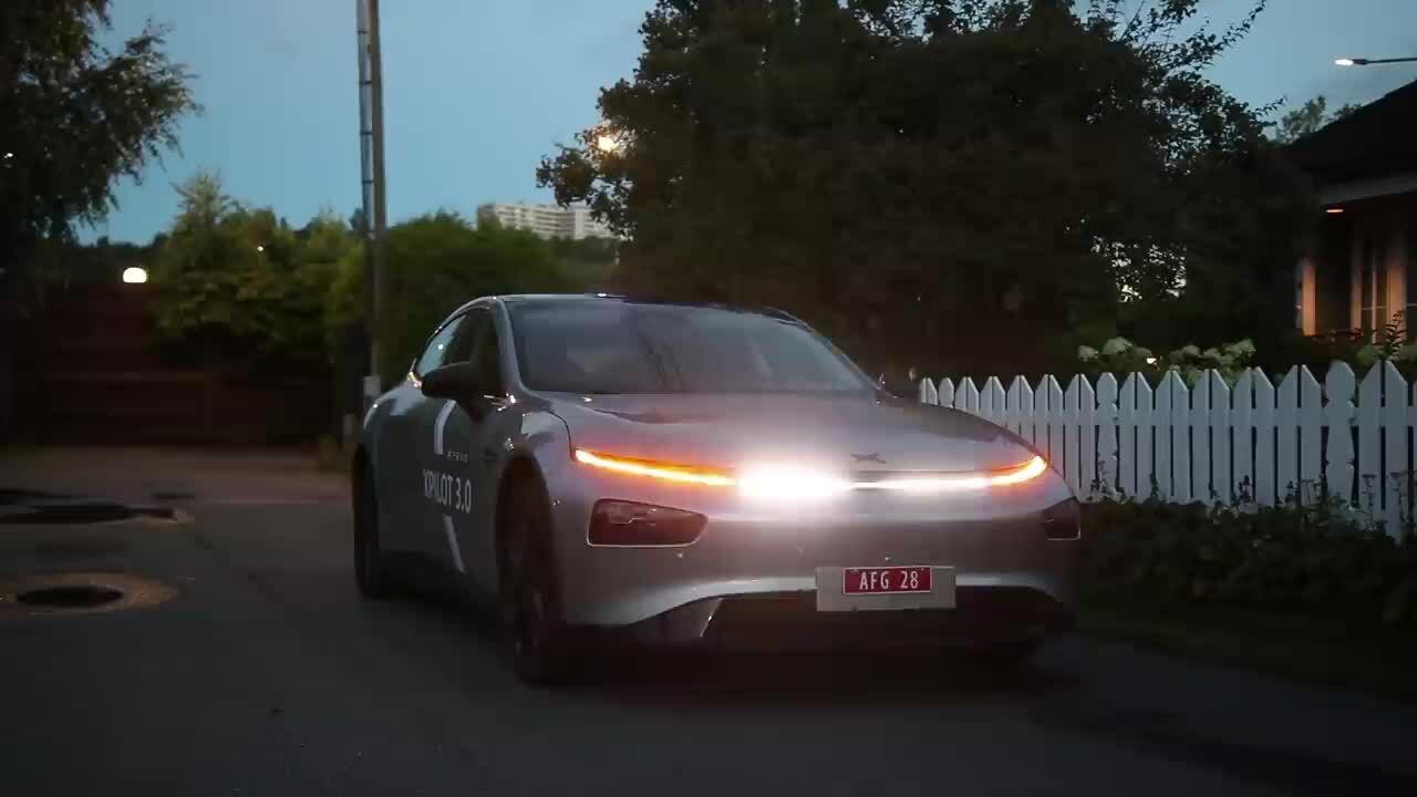 Ôtô điện nháy đèn theo nhạc