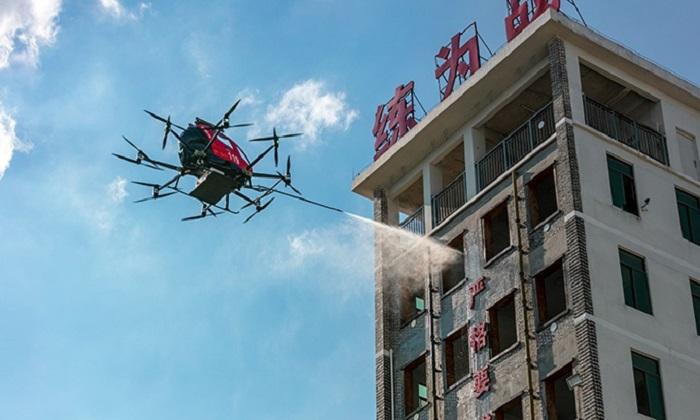 Drone dập lửa ở nhà cao tầng