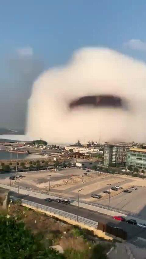 Mây hình nấm sau vụ nổ ở Lebanon