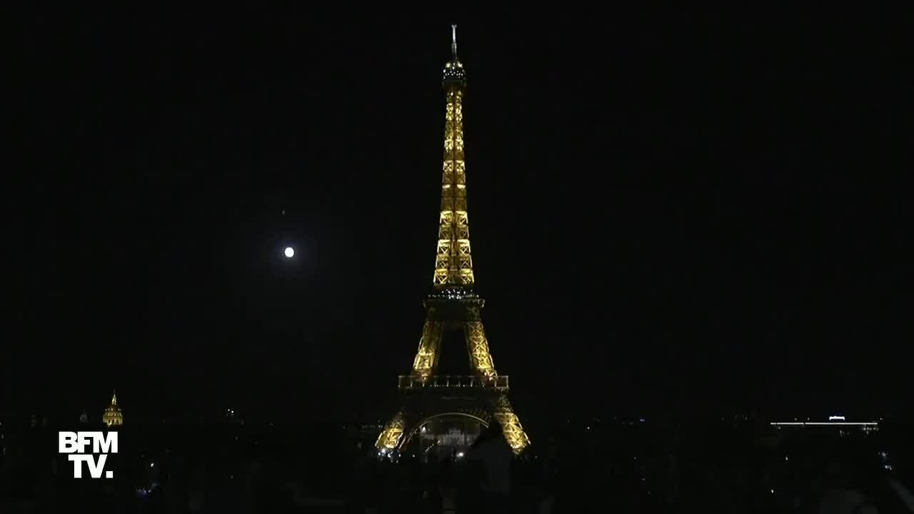 Tháp Eiffel tắt đèn tưởng nhớ nạn nhân vụ nổ Beirut