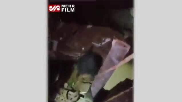 Bé gái sống sót sau 24 giờ kẹt trong nhà sập Beirut