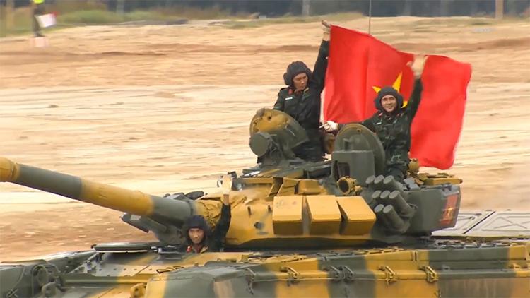Màn trình diễn của đội Việt Nam ngày đầu đua tăng quốc tế