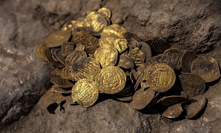 Phát hiện kho báu tiền xu 1.100 năm tuổi