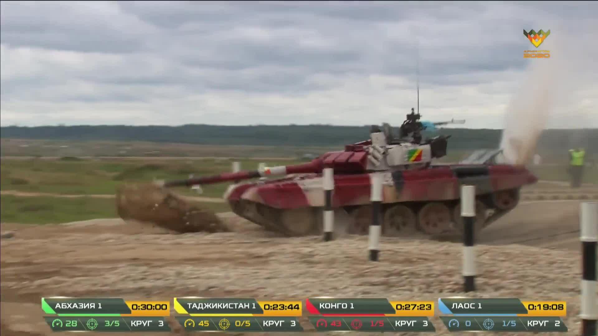 Xe tăng Congo cày nòng pháo xuống đất khi chạy đua