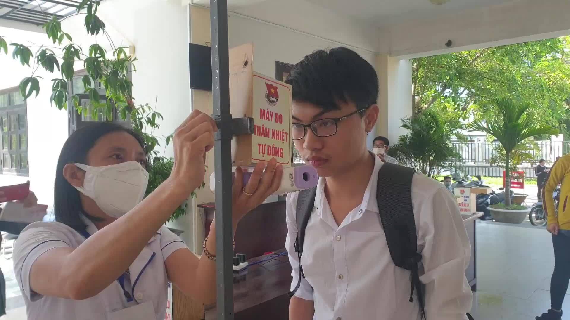 Học sinh sáng chế máy đo thân nhiệt tự động