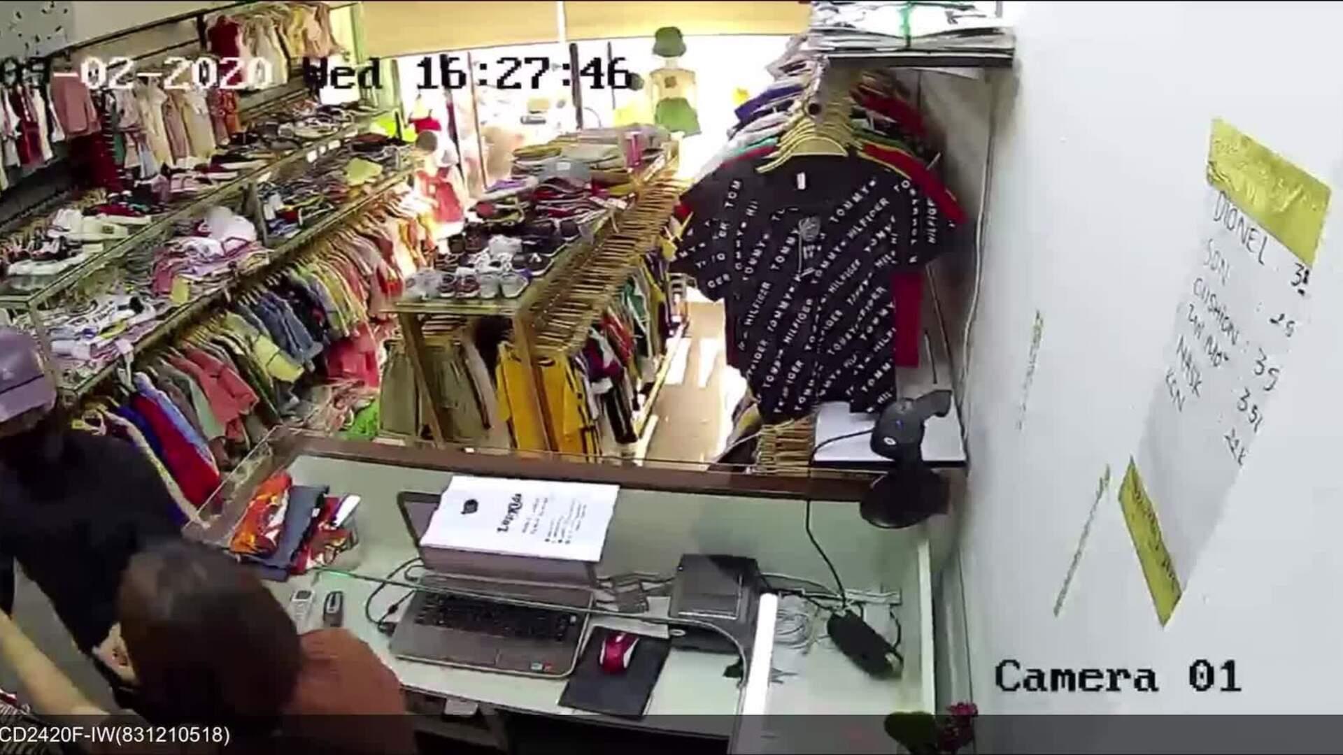 Nữ nhân viên shop đồ trẻ em bị cướp tấn công