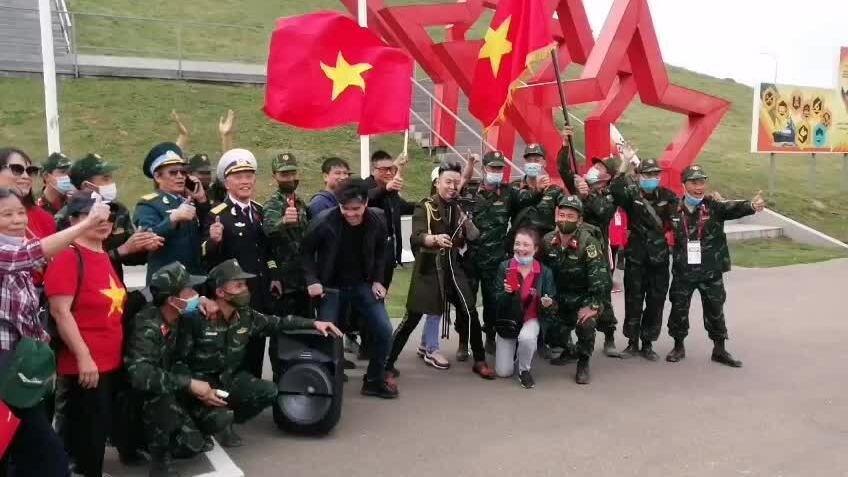 Việt Nam về đích đầu tiên trong chung kết Tank Biathlon