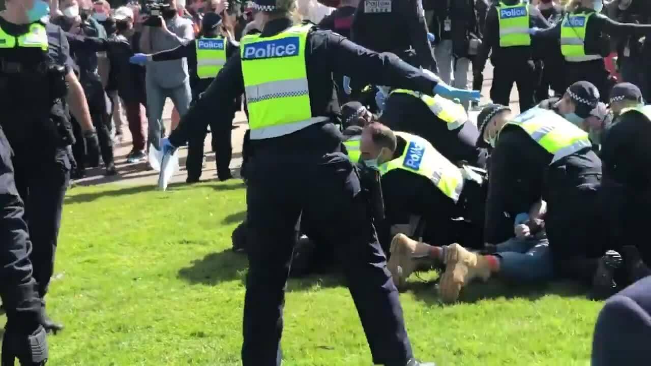 Cảnh sát Australia đụng độ người biểu tình chống phong tỏa