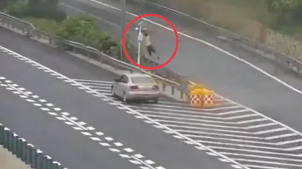 Che camera giao thông để lùi xe trên cao tốc